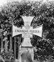 c. 1945, The original grave of eight airmen of 460 Squadron RAAF killed on a raid on Chemnitz, Germany on 5 March 1945.